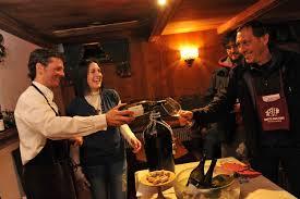 foto di degustazione alle Cantine Aperte dell' Umbria